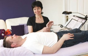 Peta Pendlebury using Kinesiology with a client